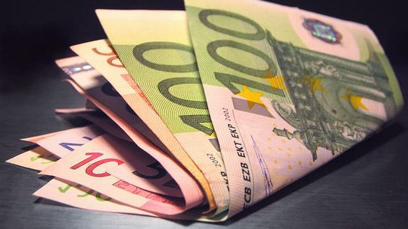 """Улични """"чейнчаджии"""" прибраха 8000 евро от наивник"""