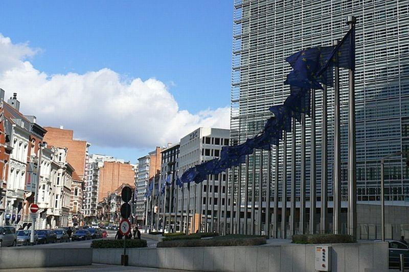 Европейската комисия заплаши