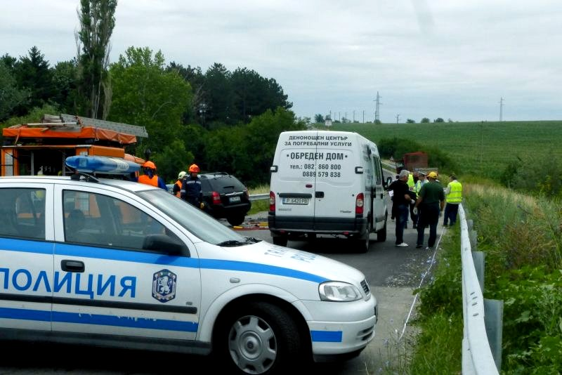 Прекланяме глава пред жертвите при пътно-транспортни произшествия