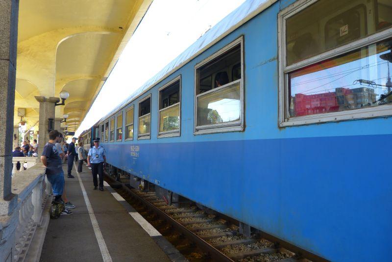 15 400 допълнителни места във влаковете за Коледа и Нова година