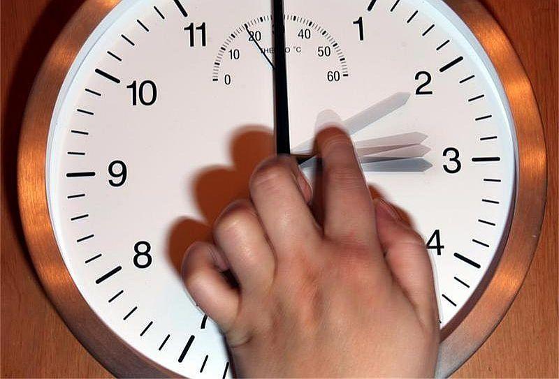 В нощта преди вота ще трябва да преместим стрелките на часовниците с час напред, напомнят от Българския институт по метрология.