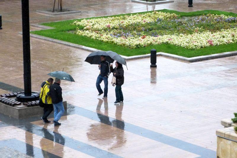 Слънце в понеделник, дъжд и гръмотевици до края на седмицата
