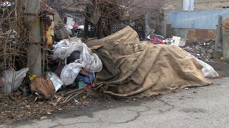 Кубрат е заринат с боклуци