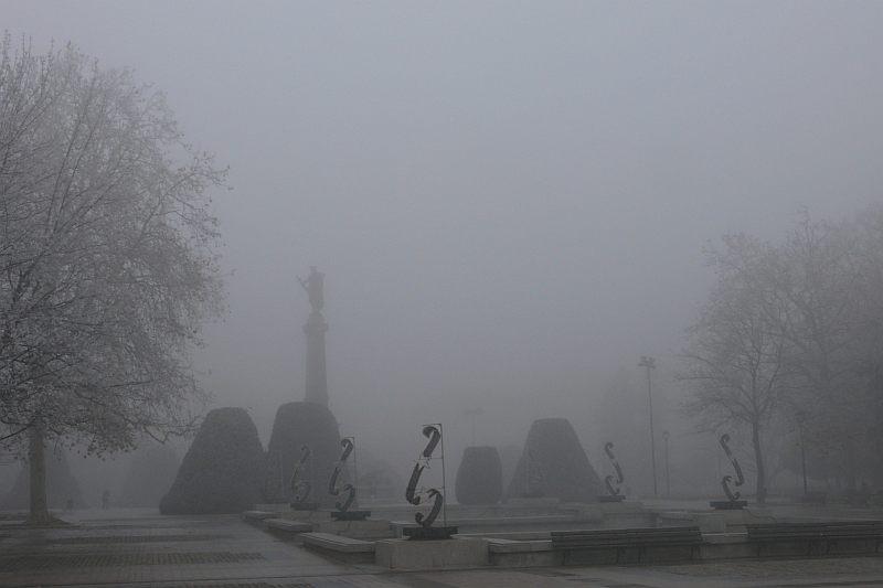 Мъгли в сутрешните часове и валежи