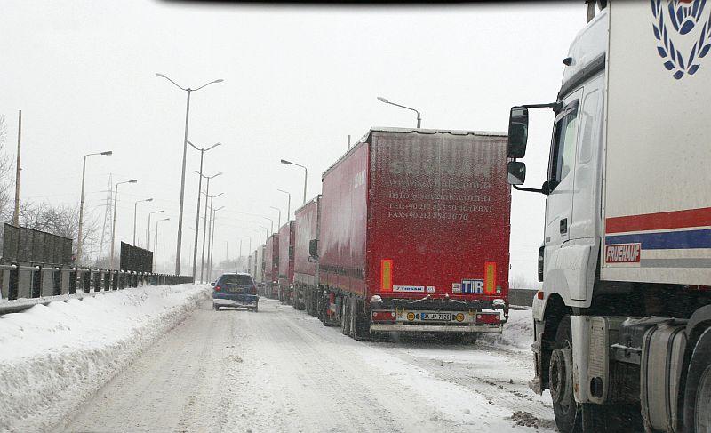 движението на камионите над 12 тона