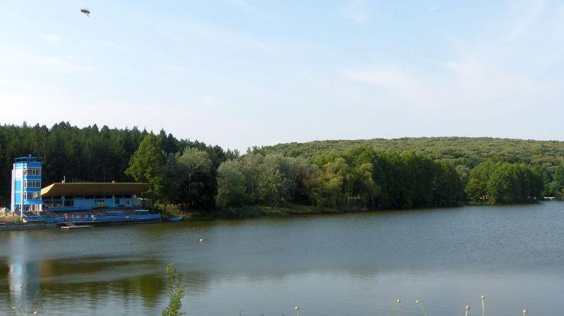 """във водите на езерото в лесопарка """"Липник"""""""