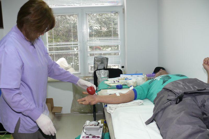 Коледна акция по безвъзмездно кръводаряване