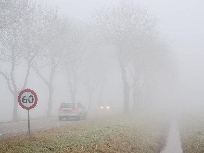 Гъста мъгла над пътищата