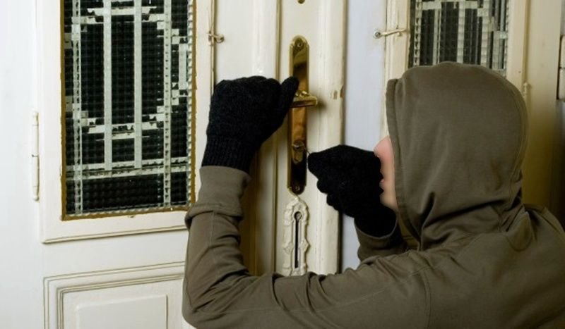Две взломни кражби от жилища