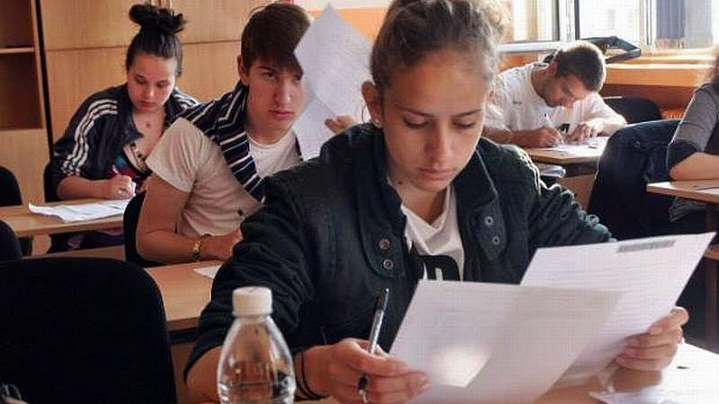 """Повече от 100 ученици в Русе писаха за """"Добрата новина"""""""