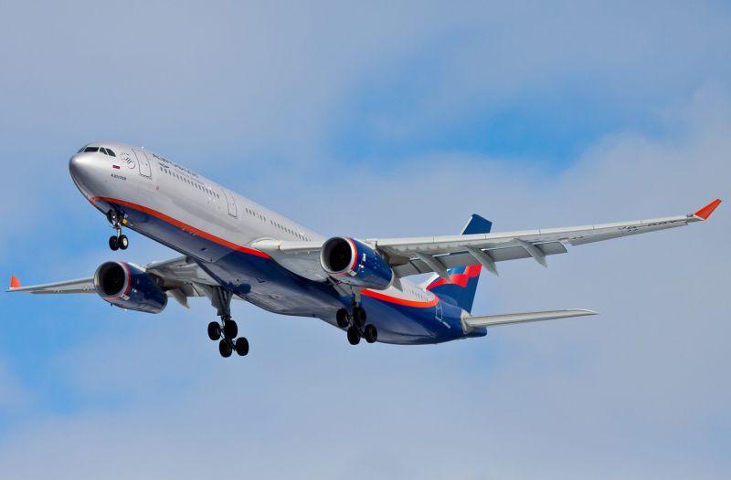 самолет със 118 души на борда
