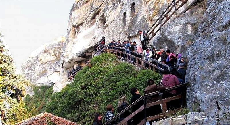 Стотици се събраха на храмовия празник на Басарбовския манастир