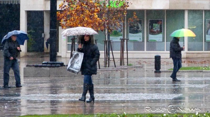 Облачно време, дъжд и вятър