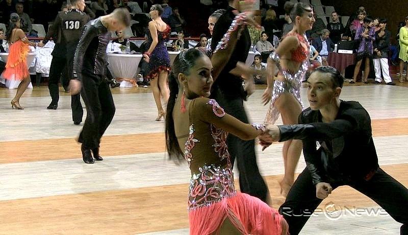 Танцови двойки от над 25 държави