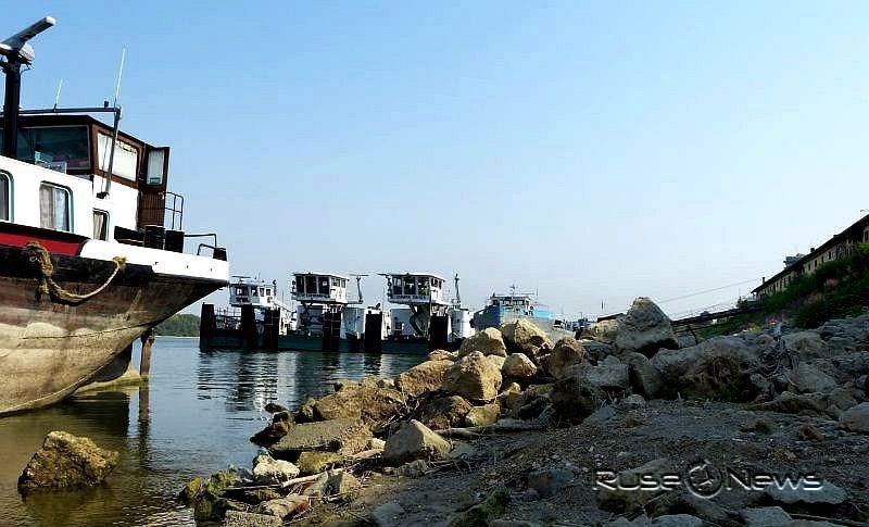Заради ниските води е затруднено корабоплаването