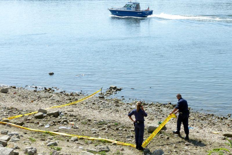 Двама души се удавиха