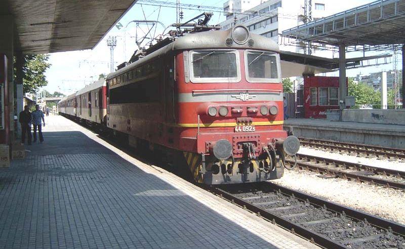 Възстановява се движението на временно отменените влакове по различните направления в страната, съобщи пресцентърът на Холдинг БДЖ.