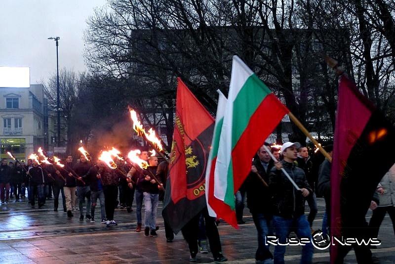 Панихида и факелно шествие