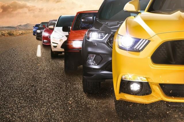 колона автомобили Форд