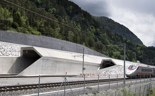 Швейцария - най-дългия тунел