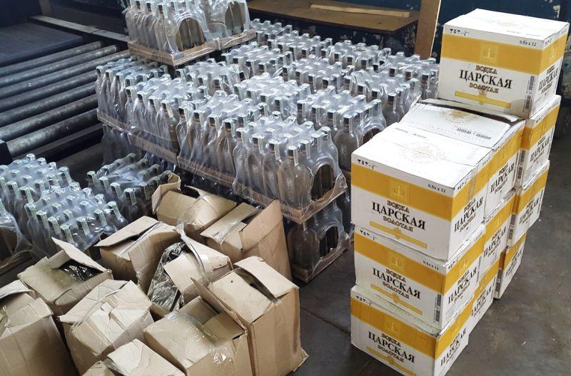 водка и лекарства Водачът на руския автобус, който направи опит да пренесе незаконно през границата половин тон водка, е задържан с прокурорско разпореждане за 72 часа.