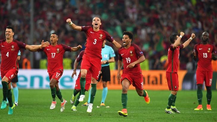 първия полуфиналист Португалия