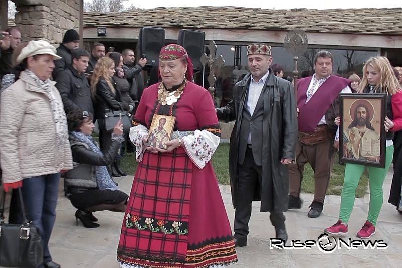 С литийно шествие в двора на Кирилицата