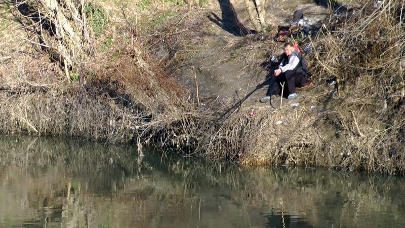 "32-годишен ""изби рибата"", хвана сом гигант навръх Никулден"