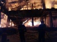 Мощен пожар изпепели до основи дискотека