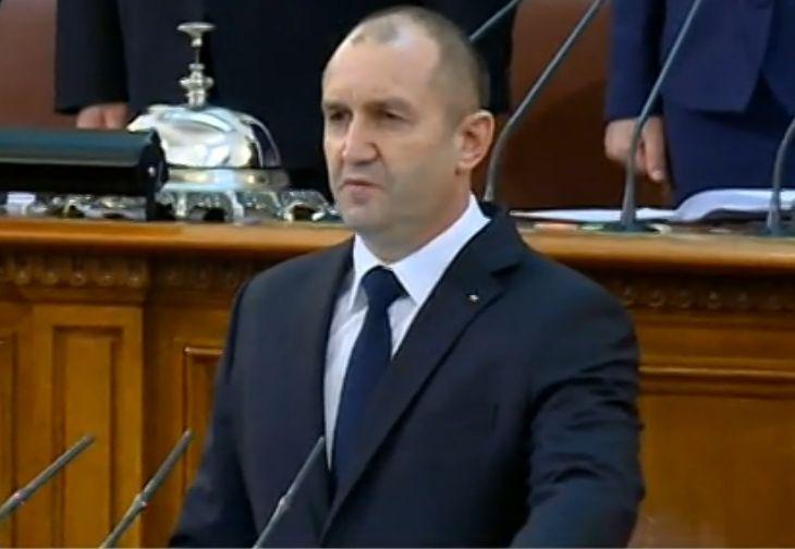 Президентът Радев подписа първите си укази