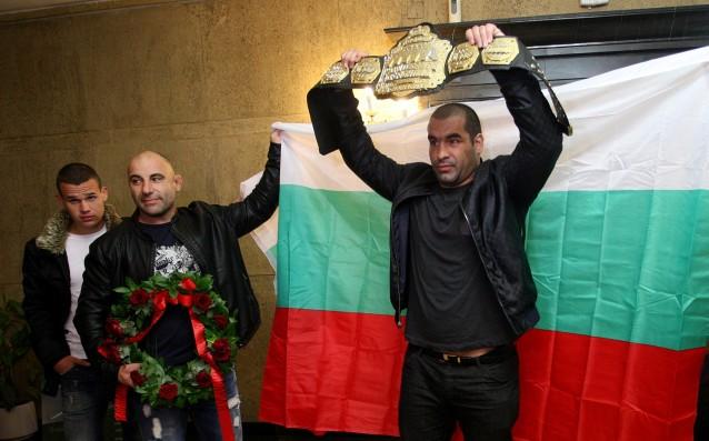Благой Иванов – Багата сломи за по-малко от 2 минути Шон Джонсън – Дивака и защити световната си титла в тежката категория WSOF.