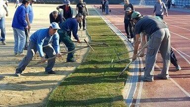 Поставят тревната настилка