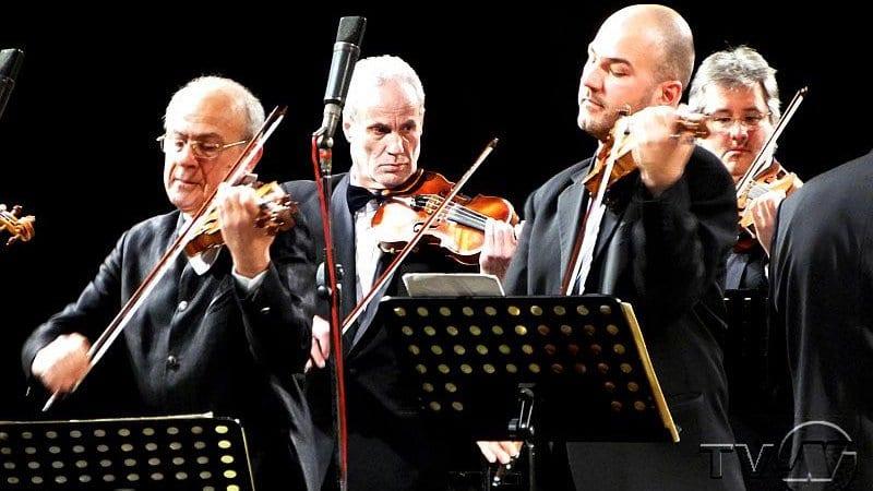 Минчо и Николай Минчеви свирят в първата пролетна вечер