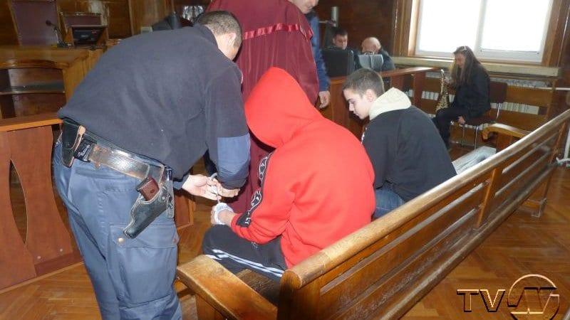 Дело срещу двама непълнолетни убийци започва в Русе