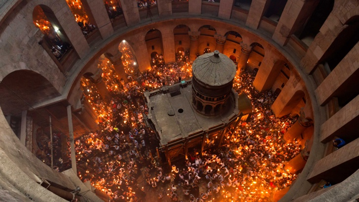 Благодатният огън слезе на Божи гроб