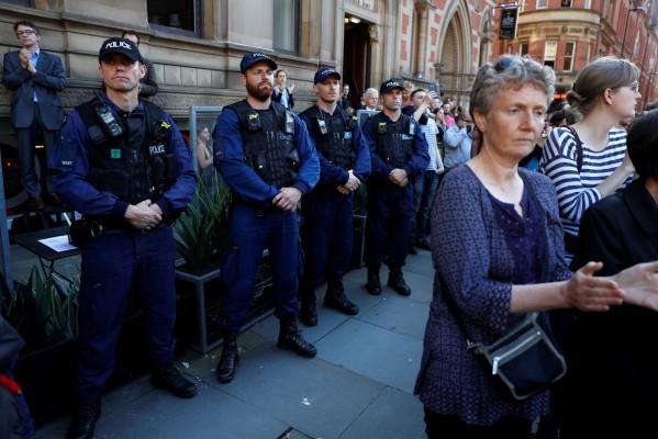 Трима души са арестувани в Манчестър