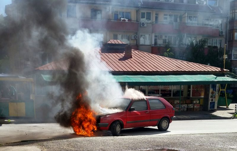 """""""Фолксаген Голф"""" изгоря за секунди"""