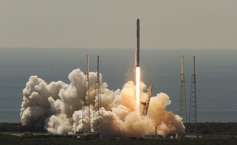 Първият български частен сателит