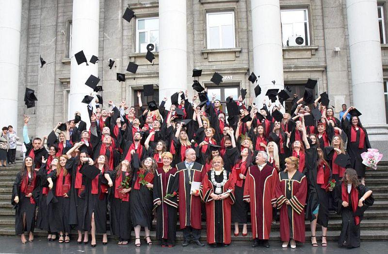 Намалява план-приемът в университетите у нас