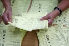 Тереза Мей печели изборите