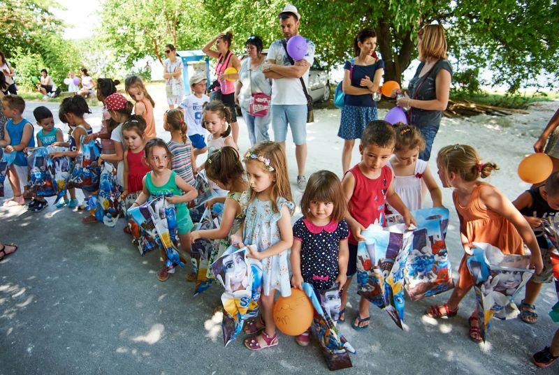 Смърфове танцуваха с децата на фестивала