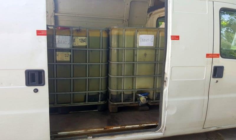задържаха микробус-цистерна с 2 тона