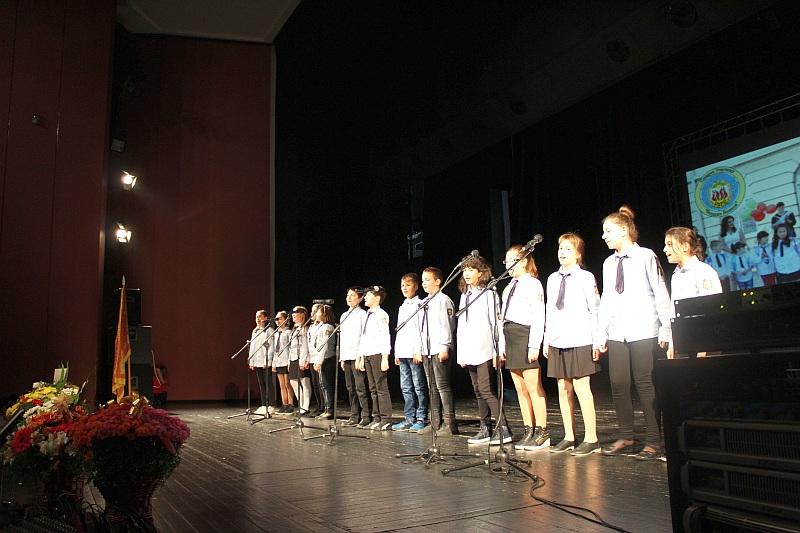 С благотворителен концерт
