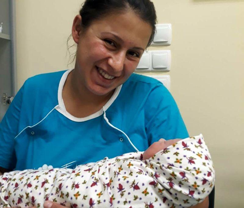 Бебе № 100 се роди в АГ-отделението
