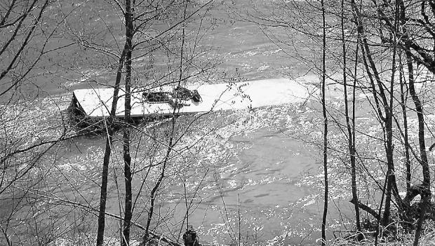 шофьорът на падналия в река Лим