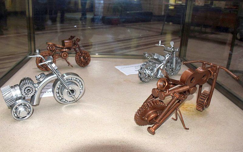 Стари автомобилни части