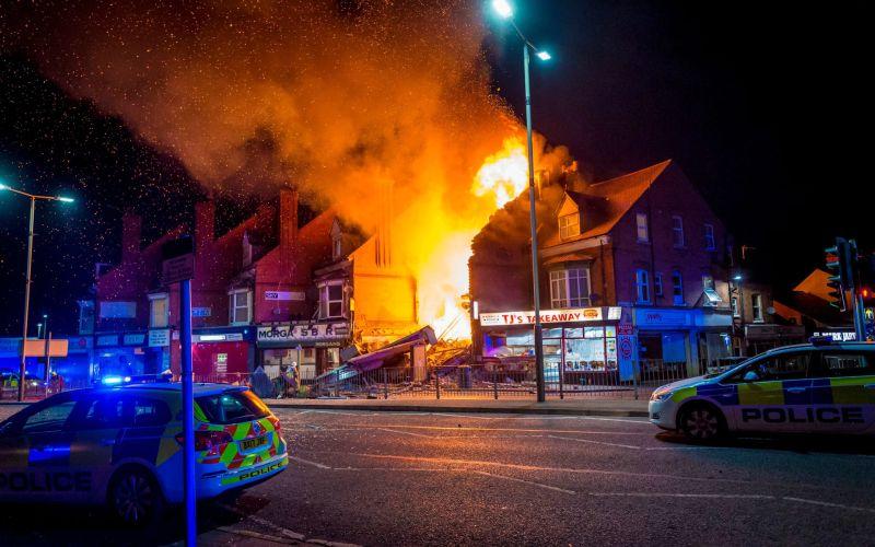 Мощна експлозия разруши магазин