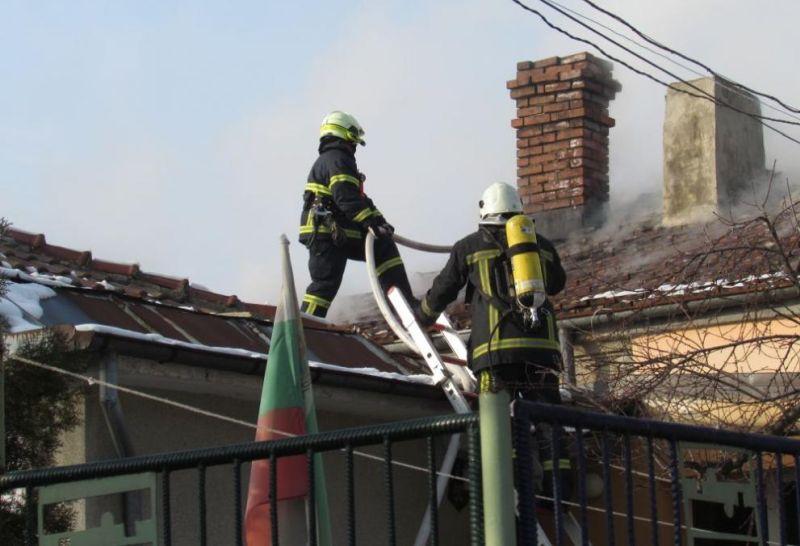 68-годишен мъж изгоря в дома си при пожар