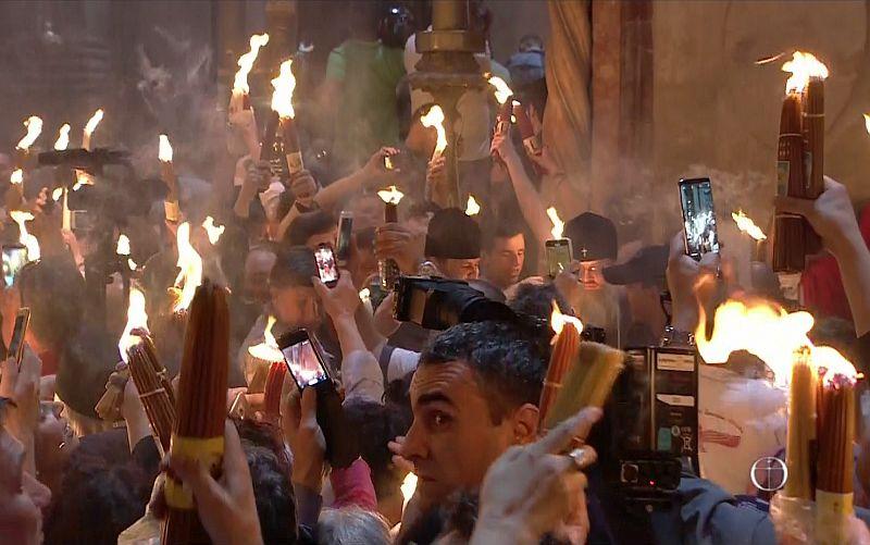 Благодатният огън слезе на Божи Гроб в Йерусалим