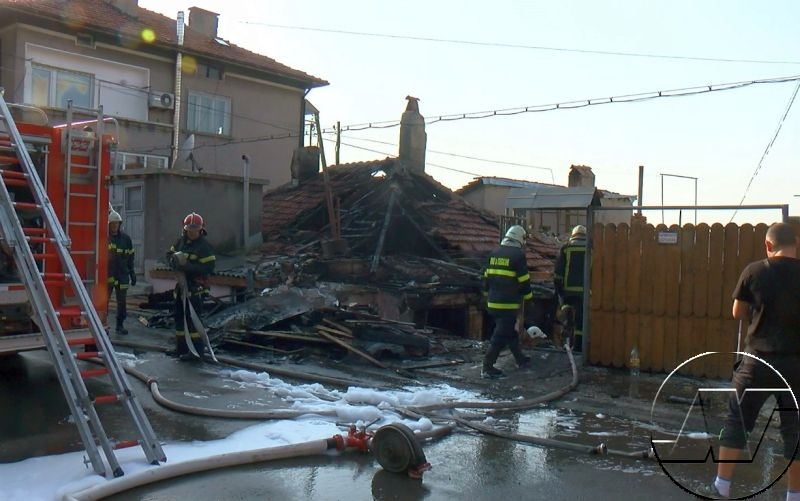 Къща и кола изгоряха